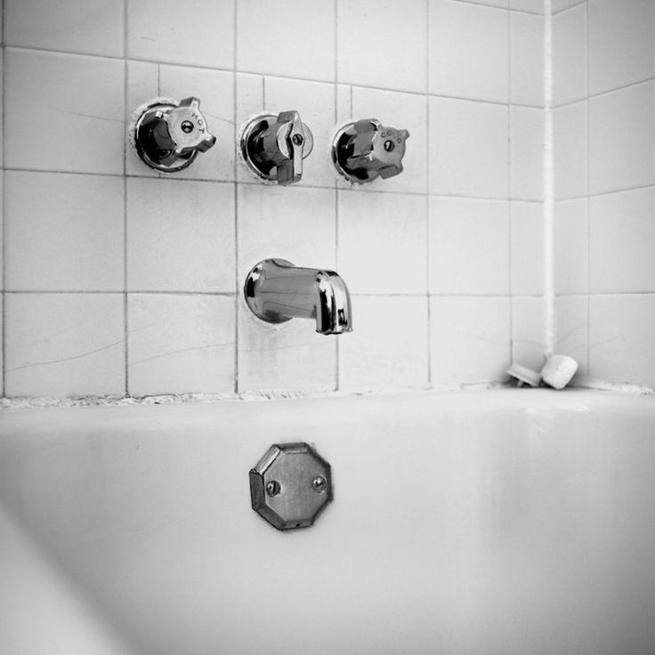 How to remove caulk from the tub in 2020 caulk tub diy