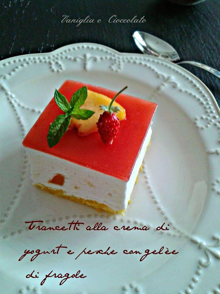 vaniglia e cioccolato: Trancetti alla crema di yogurt e pesche con gelèe di fragole