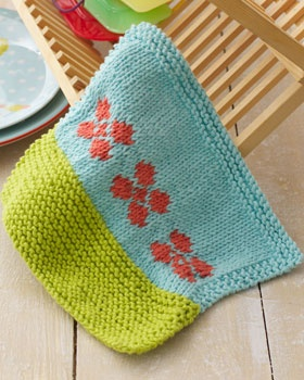 Wash up in style with this pretty floral dishcloth. Shown in Lily Sugar n Cream.
