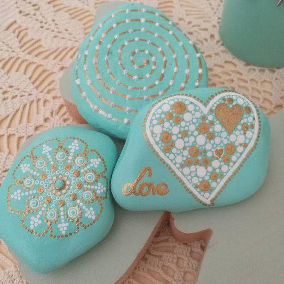 #dotpainting #turqouiserocks #stoneswithpattern #lovestone #energystone #diy #gift #türkiseSteine #Geschenk #Punktmalerei #romantic #decoration