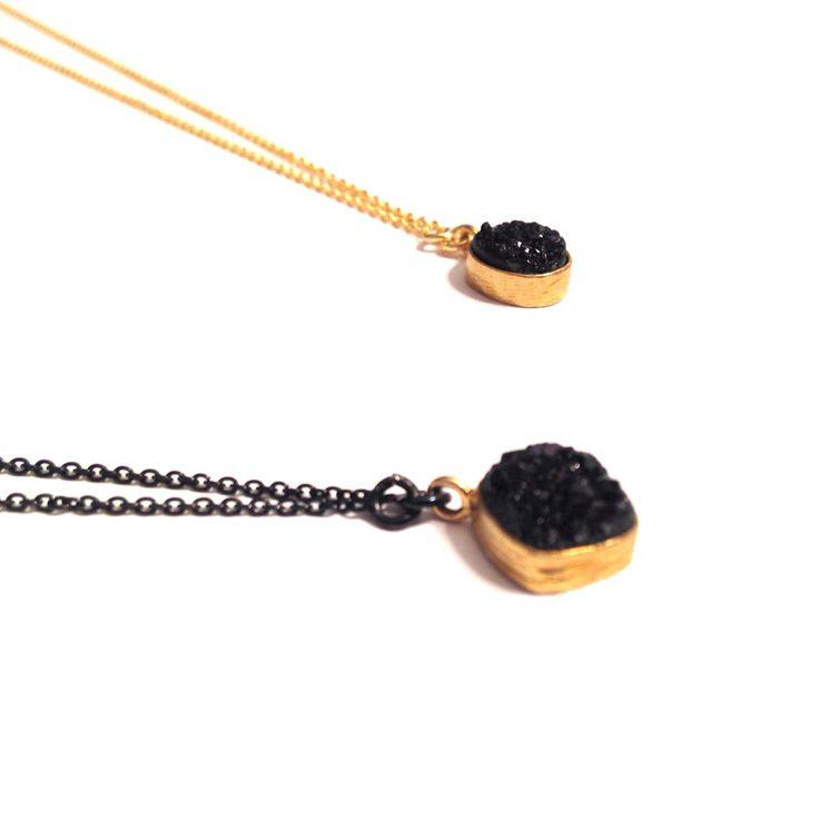 #necklaces BLACK DRUZY MIDI of gold plated silver and black druzy #SilverJewelry #druzy