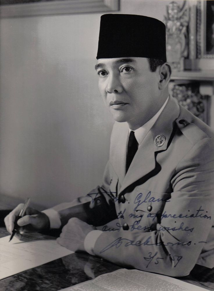 Dutch defense made more angry. So that in July 1930, PNI was dissolved. After his release in 1931, Sukarno joined Partindo and once led. As a result, he was re-arrested Dutch and exiled to Ende, Flores, 1933. Four years later transferred to Bengkulu. After going through a long struggle, Bung Karno and Bung Hatta proclaimed Indonesia! Indonesia! Indonesia!