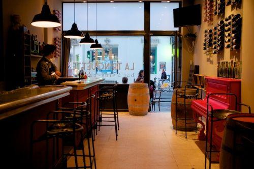 """Notre nouveau bar à vins coups de coeur. Après Paris, """"La Trinquette"""" débarque à Bruxelles pour partager vins du Languedoc et produits du Sud-Ouest. Miam miam!"""