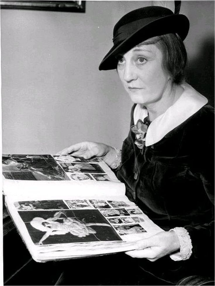 Though Stan and Mae never married, as professional partners they lived together as common-law husband and wife from 1919 to 1925. Mae maintained it was she who suggested Stan change his name to Laurel. By 1924, Laurel had given up the stage for full-time film work, under contract with Joe Rock for 12 two-reel comedies. The contract had one unusual stipulation, that Dahlberg was not to appear in any of the films; Rock thought her temperament was hindering Laurel's career.