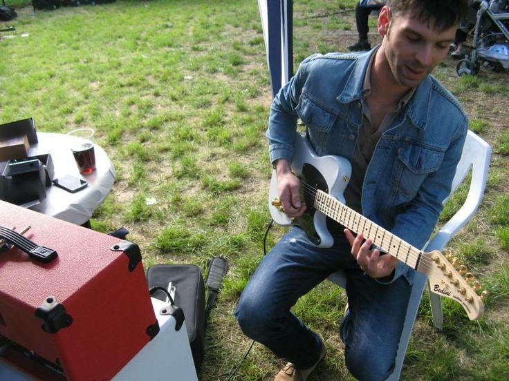 Ogni singolo componente montato su un nostro strumento è scelto fra i migliori in commercio per dare al cliente soltanto il meglio. www.bedinicustomguitars.com