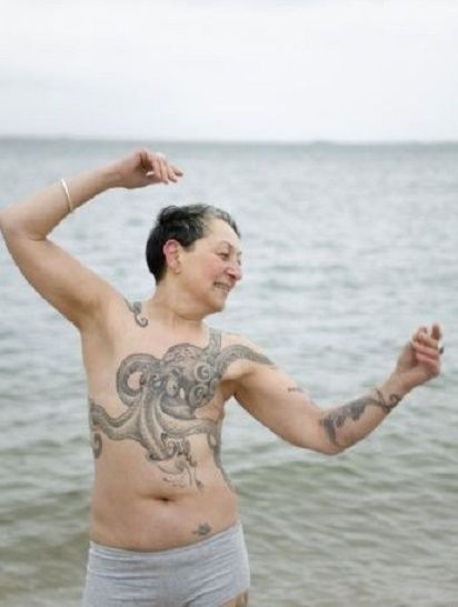 A very inspiring picture :) 20 MOVING BREAST CANCER TATTOOS