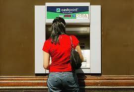 Jak bezpiecznie korzystać z bankomatu?