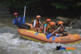 Rafting malang  batu dapat membuat wisata yang lebih baik sehingga tujuan wisata Batu di kota. Rafting adalah kegiatan olahraga ekstrim uji adrenalin menarik. Rafting ini dilakukan di sungai brantas , nah disayangkan jika rafting dilakukan di Sungai Brantas Jawa Timur.
