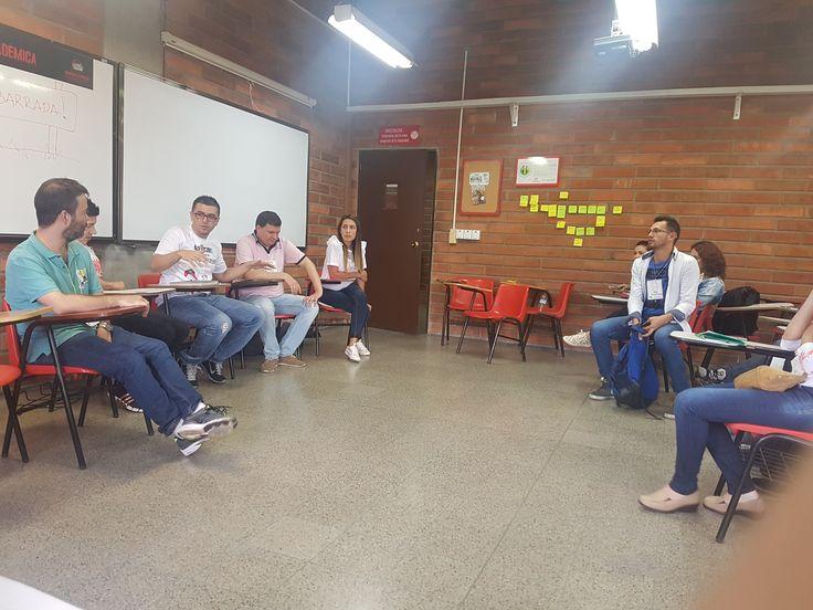 @Bancolombia contando sus heridad de guerra con #Agile en AgilesColombia  #Agilesco2017 #FelizSabado