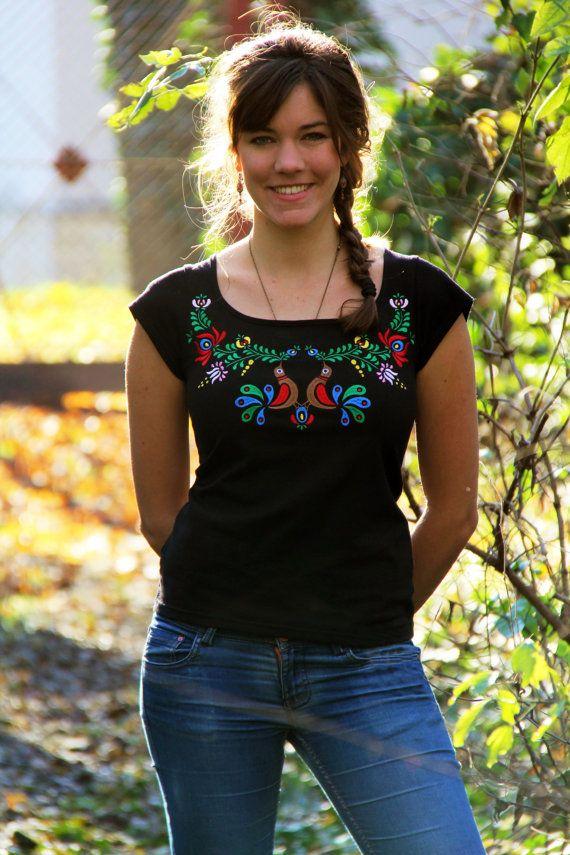 Arte popular húngaro de bordado negro camiseta con por LiliFolkShop