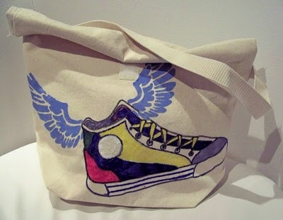 Graffiti style lunch bag. Who needs a boring lunch bag?