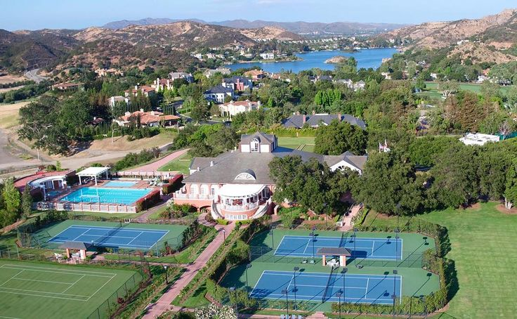 Sherwood Tennis Club & Lake Sherwood . . . #DroneOfTheDay #sherwoodcountryclub #sherwoodlakeclub #lakesherwood #golfcoursehomes #luxuryhomes #westlakevillage #thousandoaks #realestate #architecture #architectureporn #luxuryrealestate #pga #golfcourses #luxurylifestyle #protennis #moviesets #hollywood #the18thegreen #drone #dronestagram #dronephotography #dronelife #dronefly