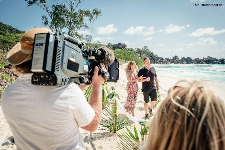 """""""Hochzeitsfotograf Seychellen"""" Torsten Dickmann während der WDR-Dreharbeiten auf La Digue, Seychellen. Erstausstrahlung im WDR Fernsehen am Sonntag, 29.01.2017 um 20:15 Uhr (Dauer: 90 Minuten). Mehr auf http://www.hochzeitsfotograf-seychellen.de"""