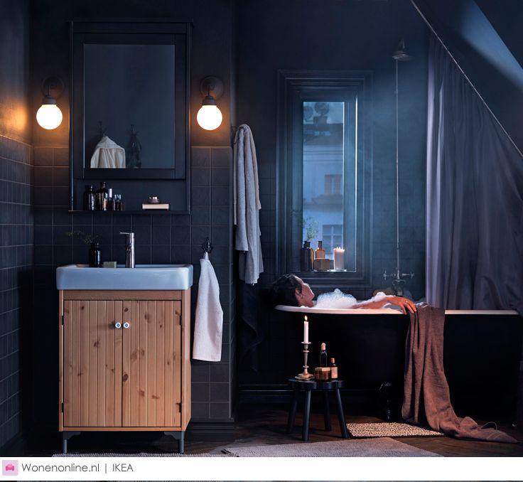 Met de warme producten van IKEA kom jij de donkere wintermaanden wel door. Nodig vrienden en familie uit voor een spelletjes- of filmavond en maak het gezellig met kaarsen en warme plaids. Meer heb je deze winter niet nodig.