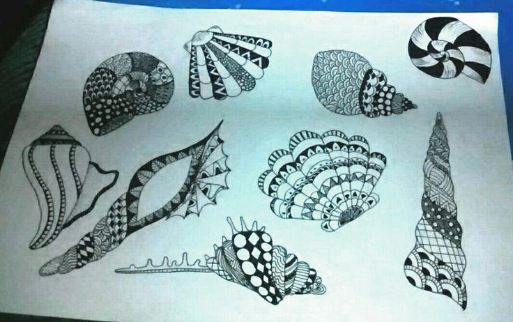 Working with my zentangle seashells...