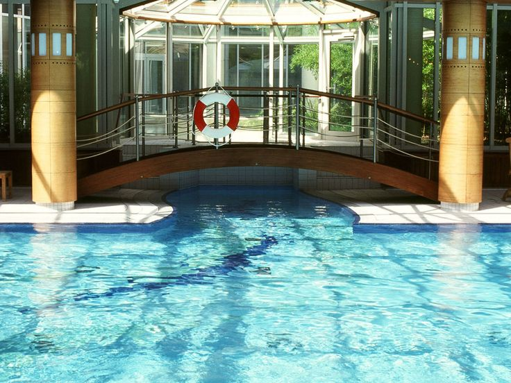 In the neighbouring hotel of City Hotel Dresden Radebeul, there is a great wellness area with many attractions for every taste. On 1.000 sqm you will find a sports pool with a length of 25 meter, an outside pool with water stream and fun showers and a whirl pool for complete relaxation. Sport fans can train in the fitness area with modern fitness and muscle machines. Several saunas are perfect for refilling your energies afterwards.