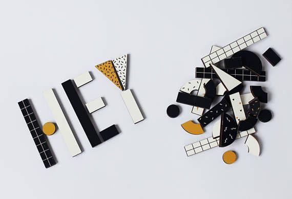 40 funky Holzformen, die auf verschiedene Weise zu erstellen, Buchstaben, Wörter, zahlen, Objekte kombiniert werden können. Das Set ist eine offen-Spielzeug und kann in einer Vielzahl von Arten verwendet werden. Zum Beispiel als lernen Spielzeug, Kinder lernen, Buchstaben oder Zahlen