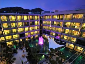 The Kee Resort & Spa       Patong Beach • Show map  Kee Resort & Spa offers spacious accommodations with a flat-screen TV and private balcony. The resort has an outdoor pool and a rooftop bar with Patong Bay skyline views. There are 6 people looking at this hotel.