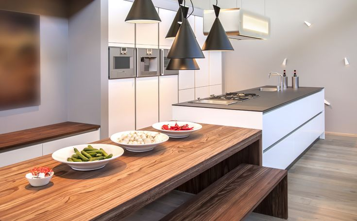 Moderne keuken met eiland en eettafel