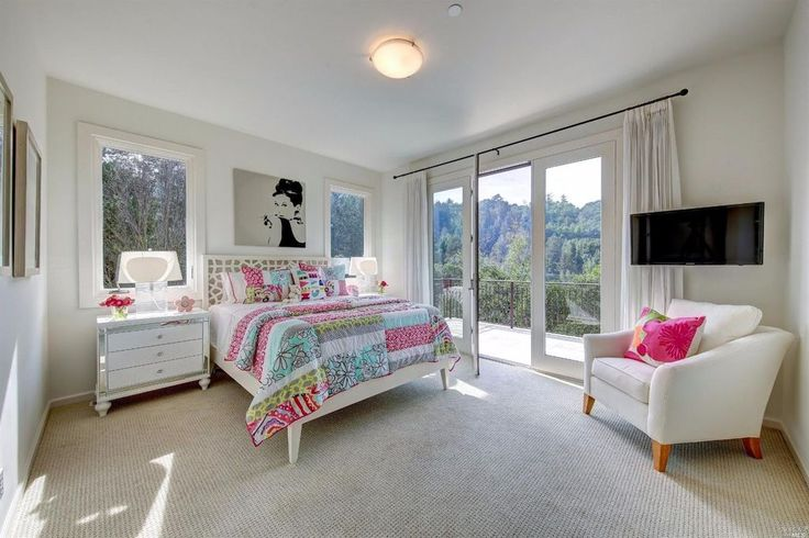 Traditional Kids Bedroom with Carpet, flush light, High ceiling