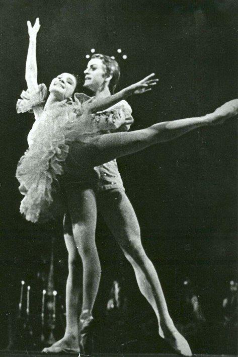 Михаил Барышников – с Леонорой Куватовой(выпускники ЛХУ) 1966