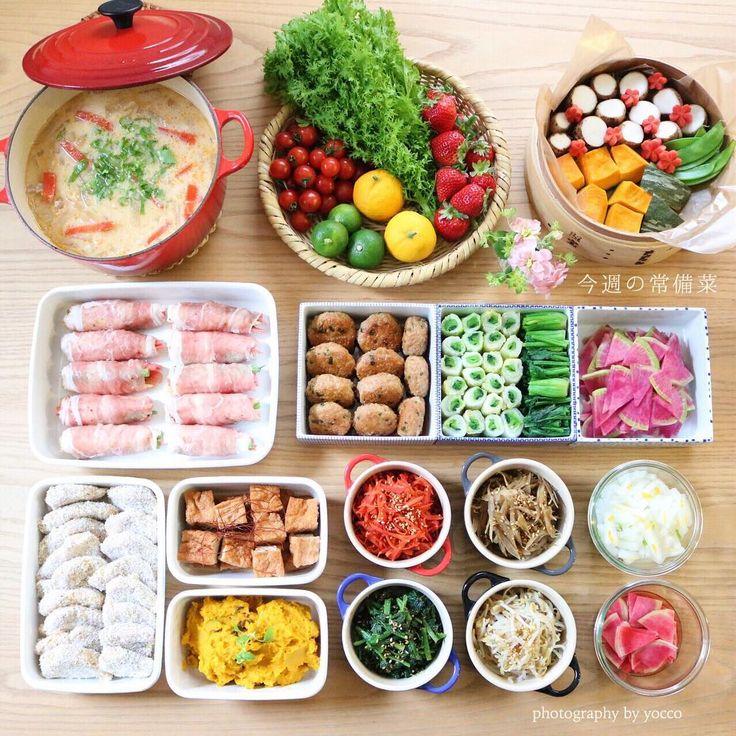 2016.1.25 #yocco常備菜 . 今週の常備菜☺︎ . 粕汁(大根葉たっぷり入れて♩) わさび菜、ドレッシング用ゆずやすだち、🍅🍓 蒸し野菜(きぬかつぎ、かぼちゃ、絹さや) ベビーコーンと金時人参、いんげんの三色肉巻き 鶏つくねバーグ 白菜と小松菜のおひたしロール ほうれん草のおひたし 紅芯大根の塩もみ 豚ヒレカツ 厚揚げのコチュジャン煮 金時人参のきんぴら きんぴらごぼう 柚子大根 かぼちゃとレーズンのメープルサラダ ほうれん草のナムル もやしのナムル 紅芯大根の甘酢漬け . 写真に入りきらなかったけど、つくねの残りのミンチで鶏そぼろも作っておきました☺︎ . あまりにさむーいので、粕汁にせいろ蒸し、ピリ辛ものに揚げもの♨️笑 いつもながら、ひじょーにわかりやすい直球な展開😆😂 . みなさま☺︎大寒波の影響、大丈夫でしょうか? あたたかいものしっかり食べて、今週もがんばりましょうね🚩 . . #常備菜…