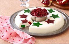 Lúcete esta navidad con la mejor gelatina mosaico con estrellas de colores y sabores deliciosos. Esta receta será la estrella de tu cena navideña.