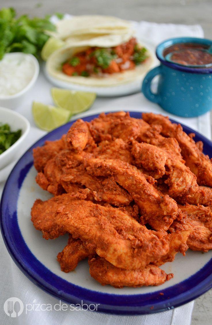 Aprende a preparar un delicioso pollo al pastor con esta receta sencilla & fácil. Lleno de sabor, este pollo adobado te encantará.