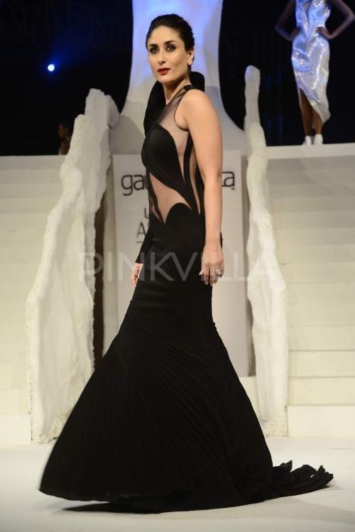 Kareena Kapoor Khan's stunning showstopper act at the LFW   PINKVILLA