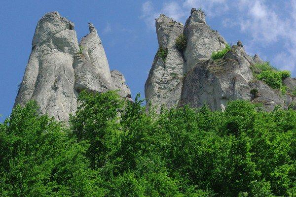 Súľovské skaly sú Chránenou krajinnou oblasťou Strážovských vrchov