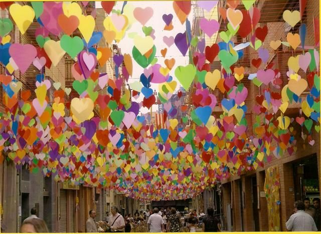 Why cant all streets be dripping in hearts?: Heart Ceilings Decor, Decor Ideas, Hanging Heart, Events Decor, Decor Heart, Street Decor, Colors Heart, Heart Streamers, Heart Decor