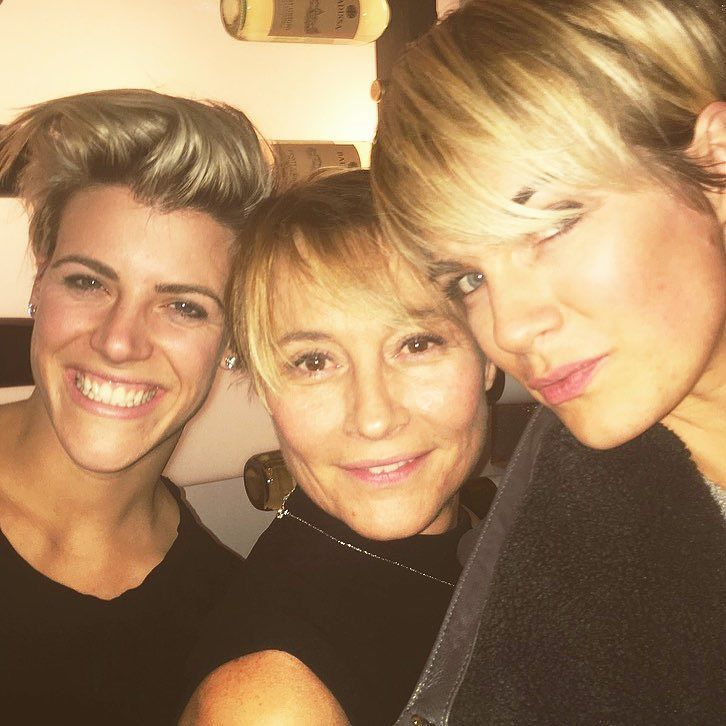 THE BLOND #NEWSTORY #NEWMOVIE  #comingsoon #feelinggreatwithfreinds WITH @lorrainedet  @jessica_rachel_williams @murielvancauwen #3blond #shorthaircut  #highlight #contrast #lovelygirl  #goodwine  #goodcheese #goodfreinds  #whatelse