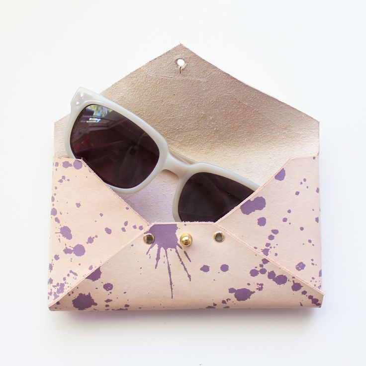 Leather wallet made of veg tanned leather with splatter print by Twill & Print