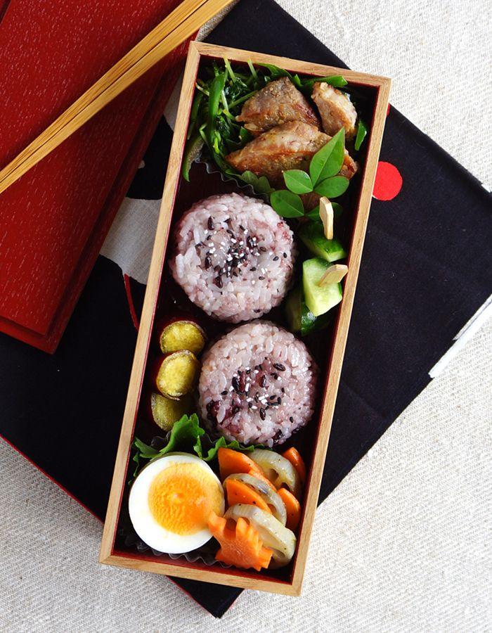 Black and white rice ball bento/おにぎり弁当