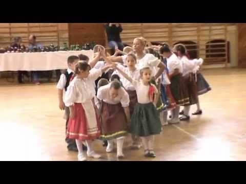 Kiskaláris Gyermekcsoport -- Pünkösdi énekek, tavaszi játékok - YouTube