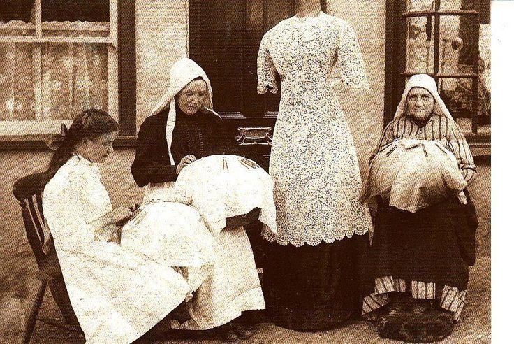 BL001. Postcard. Honiton Lace Makers at Beer. Devon   eBay