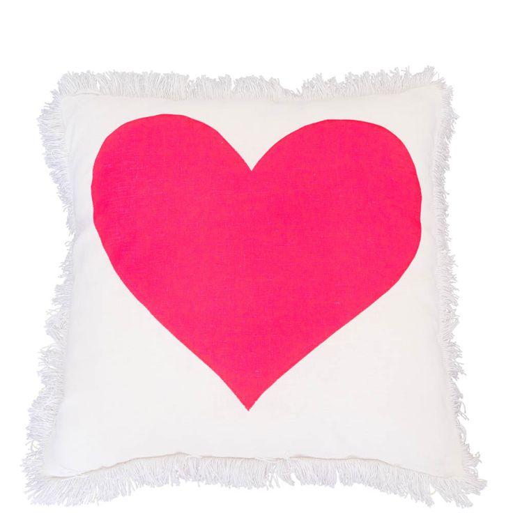 DeerMeetsWolf-Websized-031_front_pink heart_white