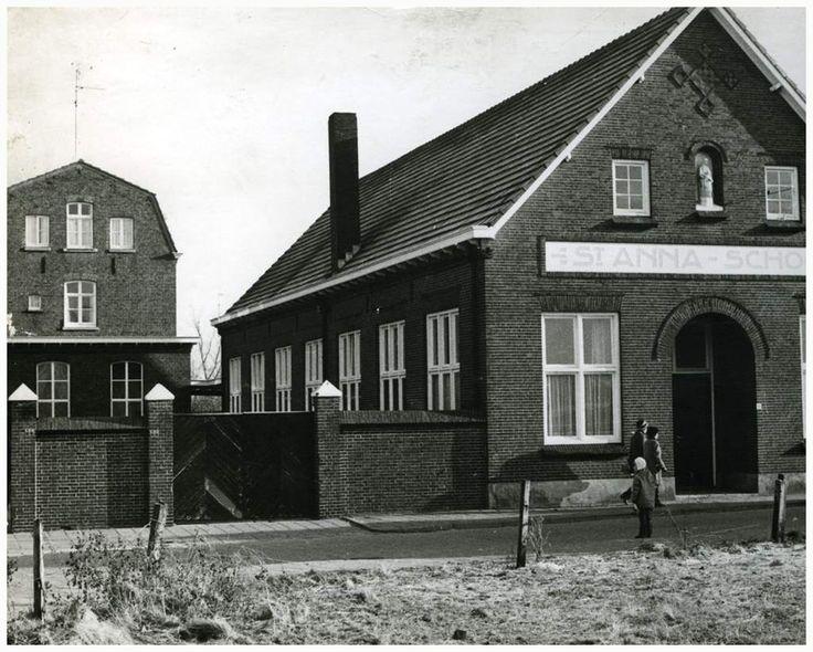Een serie van 15 foto's betreffende de St. Annaschool Auteur: niet vermeld - 1970 - 1977