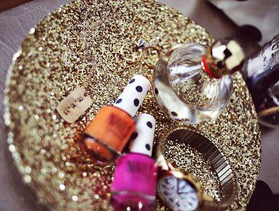 Transforma tus Platos Viejos en Joyeros con Glitter
