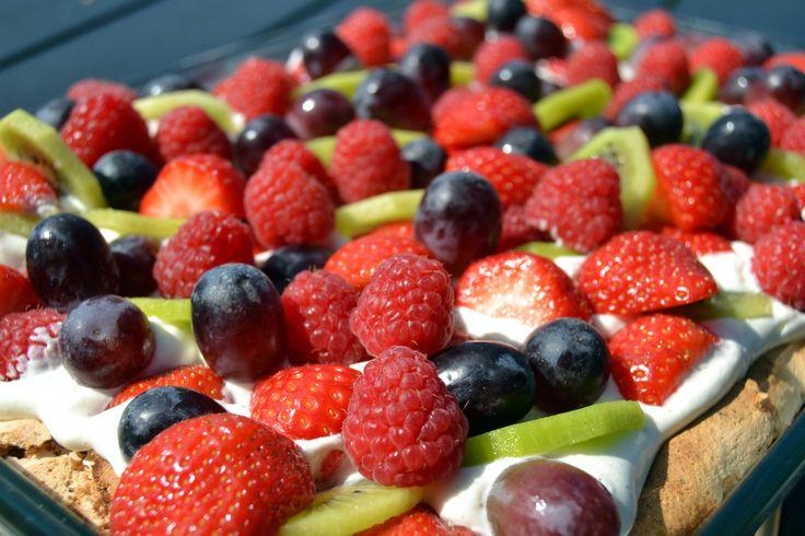 Sommertærte med vanillecreme, marengs og frugt… – MADEN I MIT LIV!