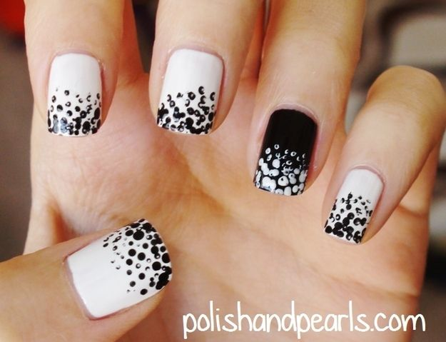 The Dotted Ombre / 22 DIY Minimalist Monochrome Manicures (via BuzzFeed Community)
