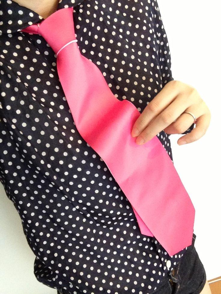 カラーネクタイもこんなにオシャレ✧ ピンクはやっぱり黒のシャツだと色が映えて目立ちますね♪ カラータイ全13色ありますので結婚式の余興などで友達と色違いとかも出来ちゃいますよ(-^〇^-)