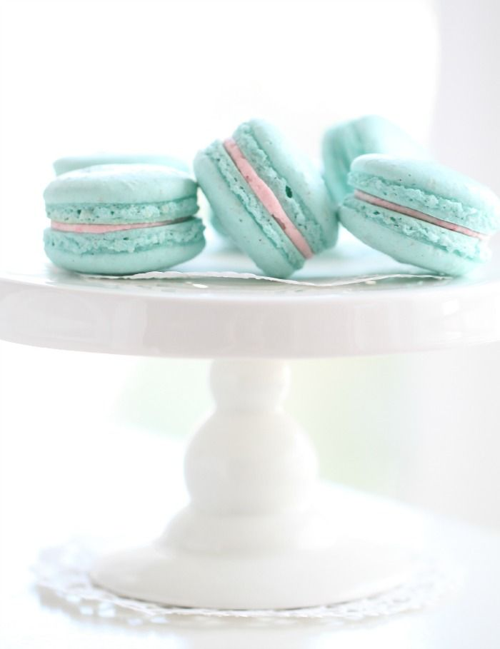 Turquoise Vanilla Macarons & Pink Candy Frosting – Passion 4 baking