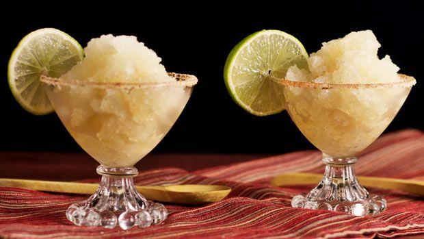 Sorbet Margarita, un dessert rafraîchissant à base de citron et tequila, facile et rapide à réaliser avec votre Thermomix.