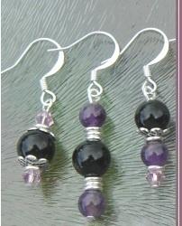 Gastblog van Armande. Zij maakt sieraden en verkoopt edelsteenkralen. In dit blog lees je hoe je zelf oorbellen kunt maken.