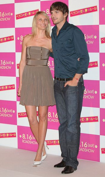 """Cameron Diaz Photos Photos - Actress Cameron Diaz and Actor Ashton Kutcher attend """"What Happens In Vegas"""" Japan Premiere at the Imperial Hotel on August 5, 2008 in Tokyo, Japan. The film will open on August 16 in Japan. - """"What Happens In Vegas"""" Press Conference"""