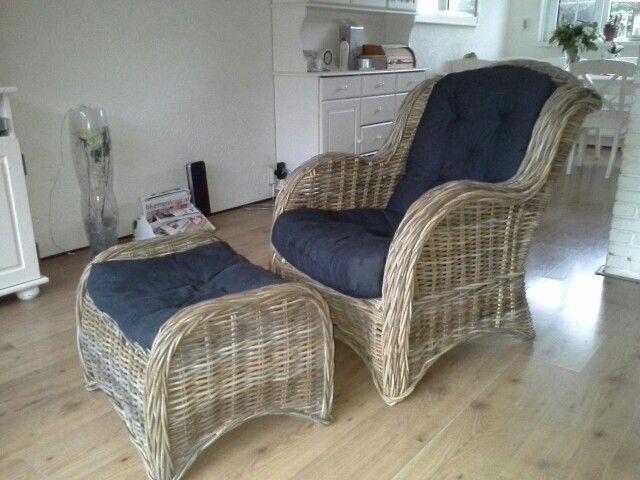 Rieten Stoel Kwantum : A rieten fauteuil en voetenbank onbewerkt huisdecoratie die ik