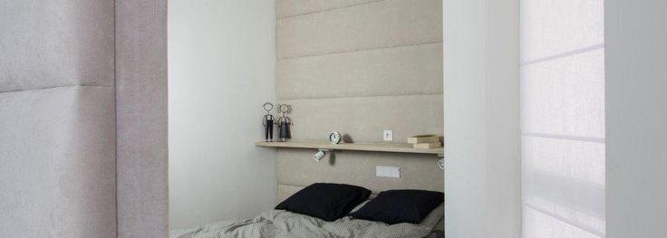 Mała sypialnia z tapicerowaną ścianą #smallbedroom #bed #bedroom #interiorswarsaw