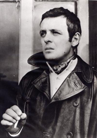 Anthony Hopkins when he was younger. . .and people ask how he could be my favorite actor. . .that man was HANDSOME! and he's a brilliant actor. Nuff said :)