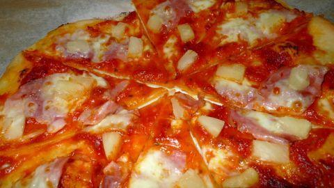 Vyzkoušejte tento jednoduchý recept na domácí pizzu a budete si připadat, jako na dovolené v Itálii :-)